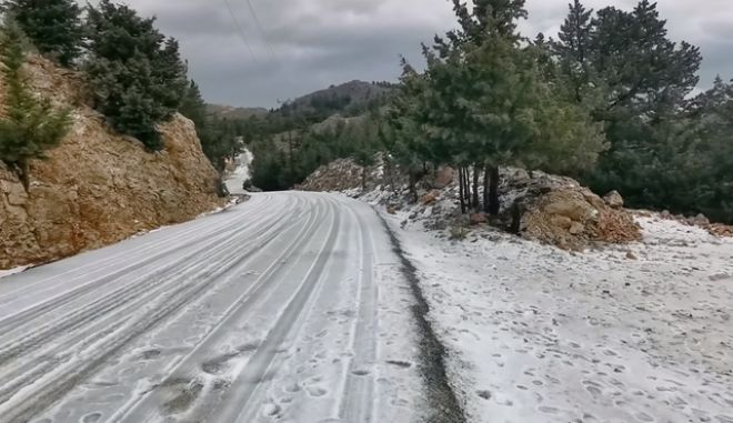 """Κακοκαιρία """"Ζηνοβία"""": Χιόνισε για πρώτη φορά στην ακριτική Σύμη"""