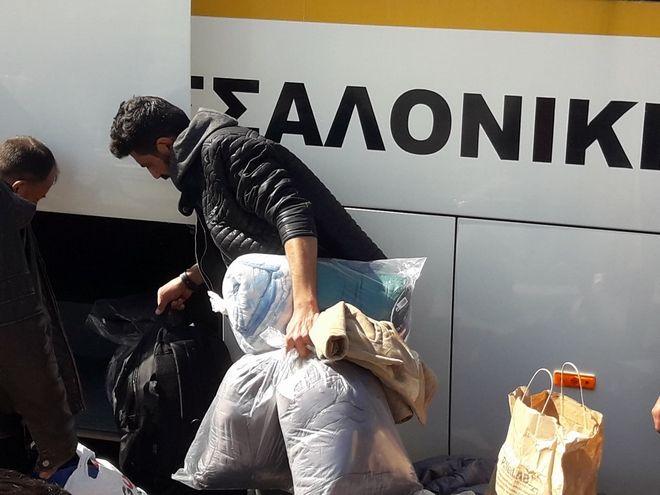 Με πούλμαν του δήμου Θεσσαλονίκης η μεταφορά των προσφύγων στα Διαβατά