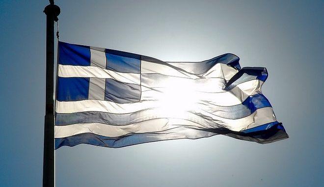 Γιατί η ελληνική σημαία είναι κυανόλευκη και έχει 9 λωρίδες;