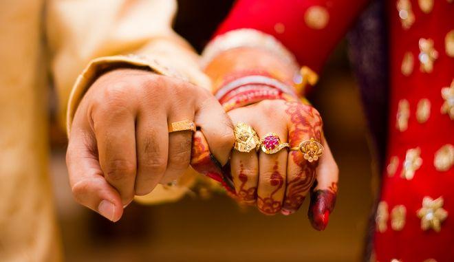 Ινδία: Πέθανε η νύφη, έγινε ο γάμος - Την αντικατέστησε η αδερφή της στην ίδια τελετή