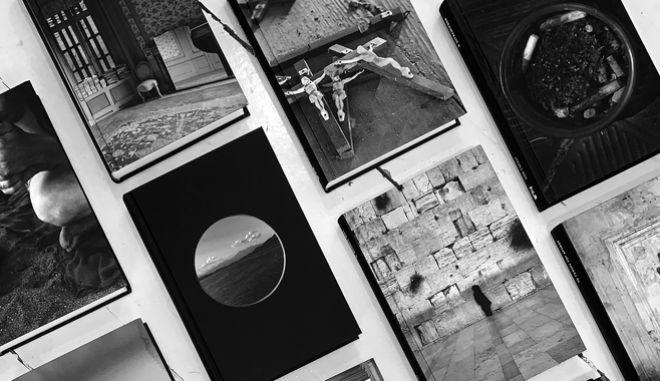 """photo-graphē"": 50 φωτογραφίες για 50 βιβλία στο Μουσείο Μπενάκη"