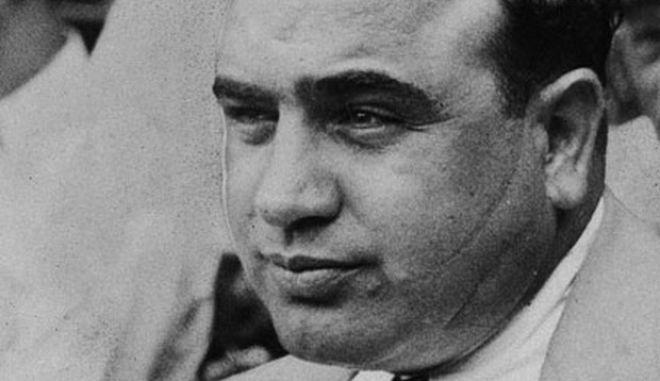 Μηχανή του Χρόνου: Φρανκ Γκαλούτσιο, ο άνθρωπος που σημάδεψε με 3 χαρακιές τον Αλ Καπόνε, επειδή σχολίασε τα οπίσθια της αδελφής του