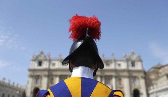 Στο εξής τα κράνη της φρουράς του Πάπα θα εκτυπώνονται από τρισδιάστατους εκτυπωτές