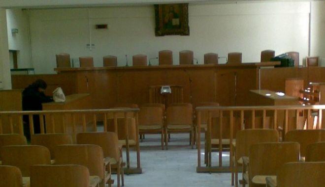 Καταδικάστηκε ο διαχειριστής που κλείδωσε ενοίκους πολυκατοικίας για τα κοινόχρηστα