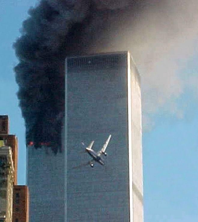 Εικόνα από την τρομοκρατική επίθεση στους Δίδυμους Πύργους την 11η Σεπτεμβρίου 2001