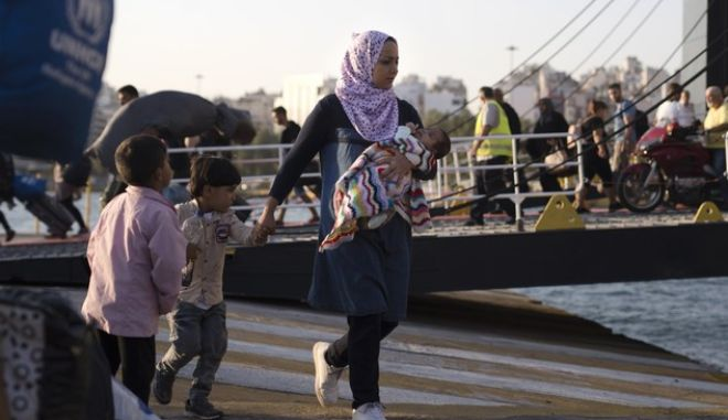 Σύροι πρόσφυγες στον Πειραιά