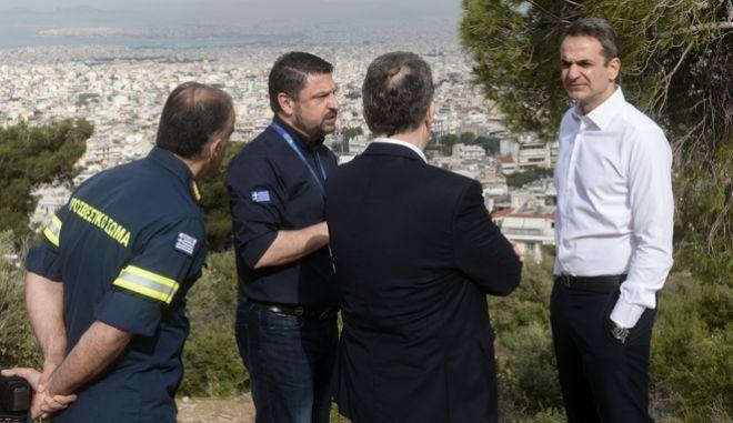 Ο πρωθυπουργος Κυριάκος Μητσοτάκης στο ναό του προφήτη Ηλία στην Ηλιούπολη με σκοπό να ενημερωθει για την έναρξη της αντιπυρικής περιόδου. Δευτέρα 11 Μαϊου 2020. (EUROKINISSI/ΜΠΟΛΑΡΗ ΤΑΤΙΑΝΑ )
