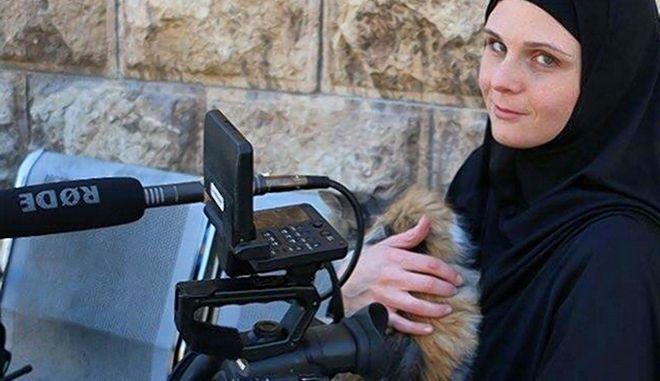 Φυλακίστηκε Αμερικανίδα δημοσιογράφος μετά τη φυγή της από τη Συρία