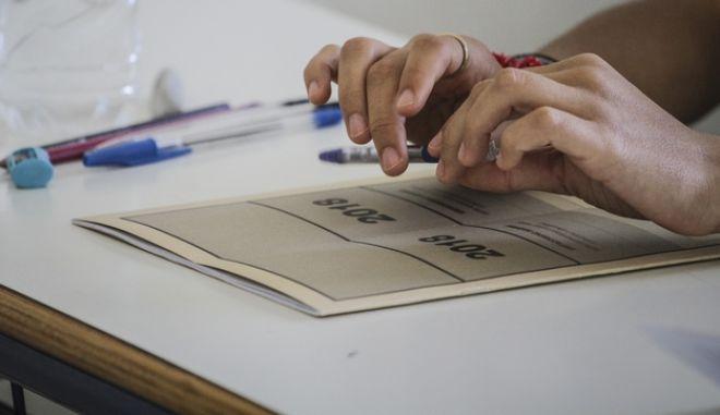 Στιγμιότυπο από την έναρξη των Πανελλαδικών Εξετάσεων για τους μαθητές των ΕΠΑΛ την Πέμπτη 7 Ιουνίου 2018, στον Πύργο Ηλείας.