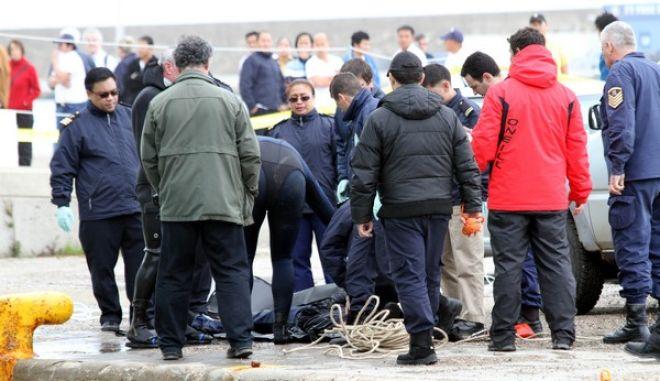 Νεκρός ανασύρθηκε την Παρασκευή 8 αρτίου 2013, Φιλιππινέζος ναύτης, μέλους πληρώματος κρουαζιερόπλοιου, ο οποίος το πρωί, χτυπήθηκε από κάβο που έσπασε και έπεσε στο λιμάνι του Κατάκολου. Η σορός του βρέθηκε από δύτες, σε κοντινή απόσταση από το κρουαζιερόπλοιο. Σύμφωνα με πληροφορίες πρόκειται για έναν 25χρονο Φιλιππινέζο, που εργαζόταν στο πλήρωμα του κρουαζιερόπλοιου Norwegian jade.  Το κρουαζιερόπλοιο, προερχόμενο από Ιταλία, προσπαθούσε να δέσει στο λιμάνι, το πρωί, προκειμένου να αποβιβάσει τους επιβάτες. Σύμφωνα με το ilialive.gr, o 25χρονος Φιλιππινέζος παρασύρθηκε από τμήμα του κάβου που έσπασε και βρέθηκε στην θάλασσα.  (EUROKINISSI/ilialive.gr)