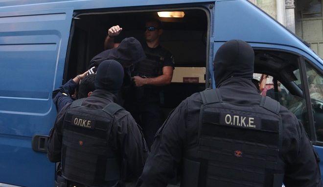 Στον εισαγγελέα οι απαγωγείς Λεμπιδάκη - Τους αποδοκίμασαν εκατοντάδες κρητικοί eis4