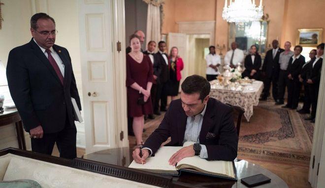 Το βιβλίο επισκεπτών του Blair House υπέγραψε ο Αλέξης Τσίπρας
