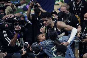 """""""Ο Γιάννης Αντετοκούνμπο στα 13 του δεν ήθελε να παίζει μπάσκετ"""""""
