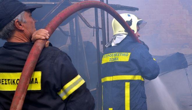 Διέρρηξαν τυροπιτάδικο στο Περιστέρι και μετά του έβαλαν φωτιά