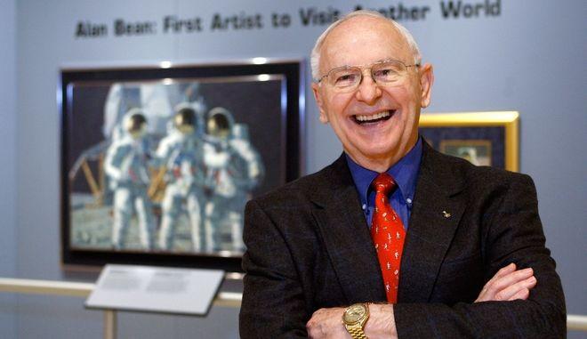 Ο αστροναύτης Άλαν Μπιν ήταν ο τέταρτος άνθρωπος που πάτησε στο φεγγάρι