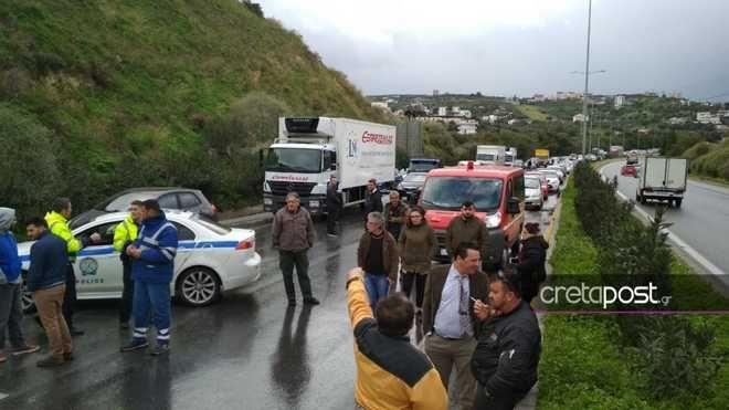 Χάος στην Κρήτη: Μποτιλιάρισμα από ανατροπή νταλίκας στην Εθνική Οδό