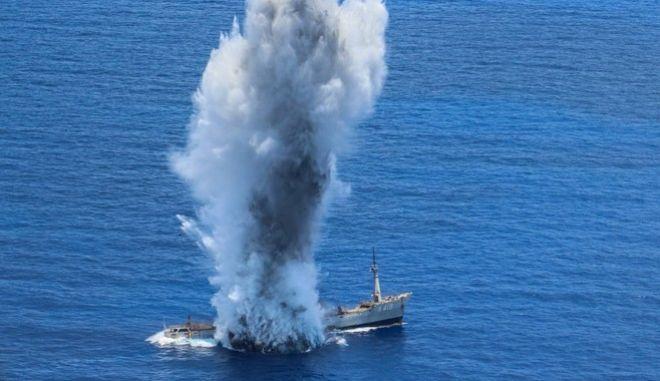 Κάρπαθος: Εντυπωσιακή άσκηση με πραγματικές βολές και βύθιση πλοίου