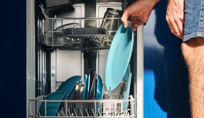 To πλυντήριο πιάτων χρειάζεται τα hacks του, για να μπορεί να είναι απόλυτα αποτελεσματικό.