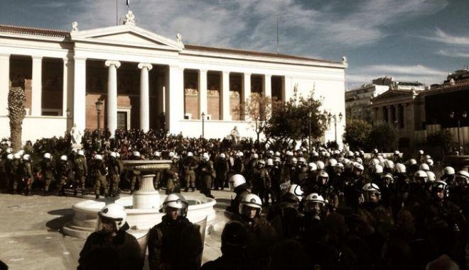 Πορείες στη μνήμη του Αλέξη Γρηγορόπουλου. Αποχώρησαν οι εγκλωβισμένοι διαδηλωτές στα Προπύλαια