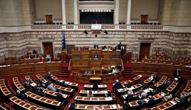 Βουλή: Επιφυλάξεις του Επιστημονικού Συμβουλίου στο νομοσχέδιο για τα αυθαίρετα