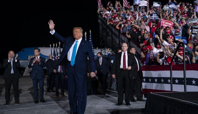 Προεκλογική ομιλία του Ντόναλντ Τραμπ στο αεροδρόμιο Χάρισμπουργκ της Πενσυλβάνια
