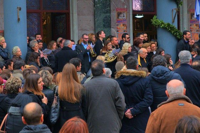 Με όργανα, χειροκροτήματα και στα λευκά, η κηδεία της 28χρονης Ιωάννας Γιαννακοπούλου