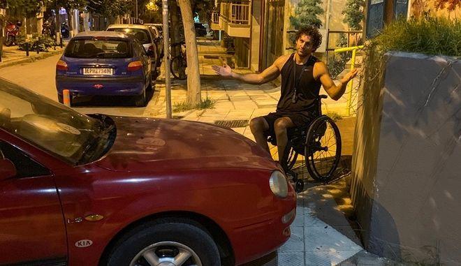 Κλειστές ράμπες αναπήρων: Το ξέσπασμα του παραολυμπιονίκη Αντώνη Τσαπατάκη