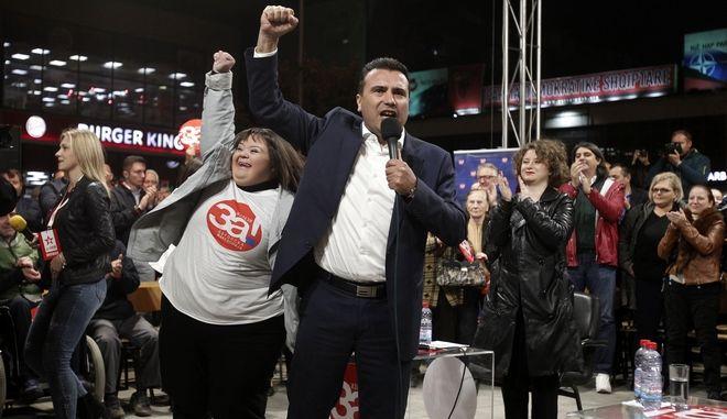 Ο πρωθυπουργός της ΠΓΔΜ Ζόραν Ζάεφ κατά τη διάρκεια της εκστρατείας του υπέρ του ναι στο δημοψήφισμα για τη συμφωνία των Πρεσπών