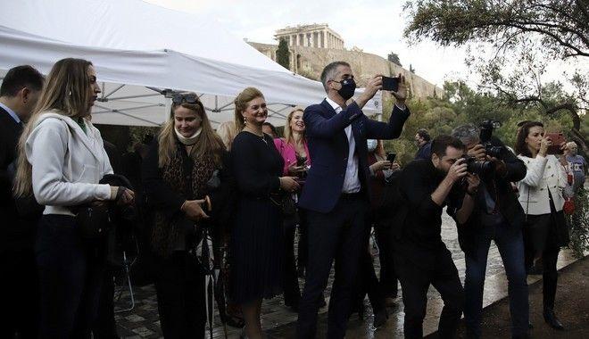 Μαρία Κάλλας: Καρέ-καρέ τα αποκαλυπτήρια του αγάλματός της στη Διονυσίου Αρεοπαγίτου