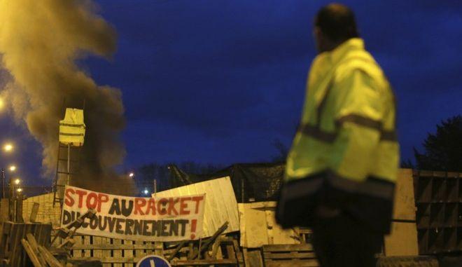 """Διαδηλωτής των """"κίτρινων γιλέκων"""" σε κινητοποίηση στο Λε Μαν"""