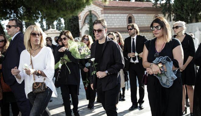 Στο Α' νεκροταφείο Αθηνών πραγματοποιήθηκε σήμερα η κηδεία της θεατρικής συγγραφέα Λούλας Αναγνωστάκη. Τρίτη 10 Οκτώβρη 2017. (EUROKINISSI / ΓΙΑΝΝΗΣ ΠΑΝΑΓΟΠΟΥΛΟΣ)