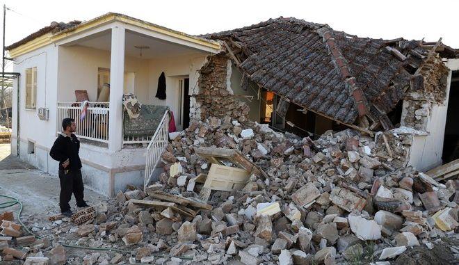 Σπίτι μετά τον ισχυρό σεισμό στην Ελασσόνα