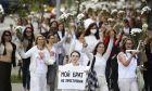 Οι διαδηλώτριες των λουλουδιών στη Λευκορωσία.