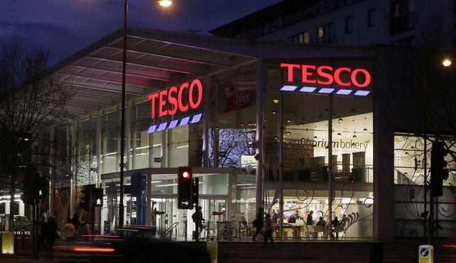 Η βρετανική αλυσίδα σουπερμάρκετ Tesco