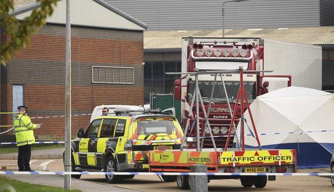 """Τραγωδία στο Έσσεξ: Ξεκινούν οι νεκροψίες στους 39 επιβάτες του """"φορτηγού της φρίκης"""" - Εξετάζεται η εμπλοκή των Snakeheads"""