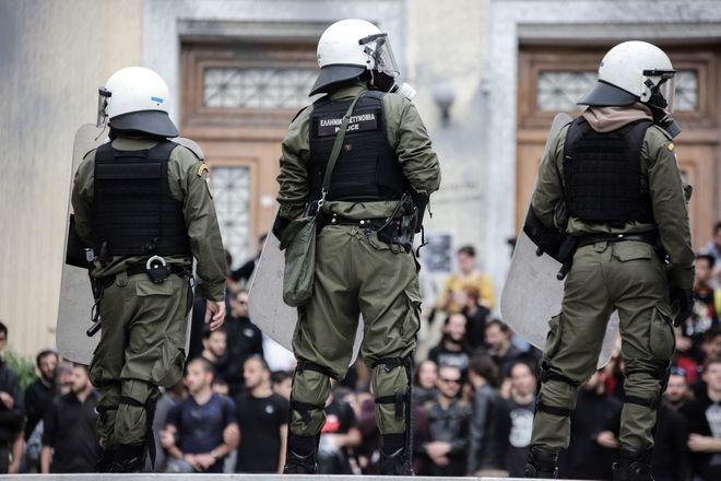 Εισβολή της αστυνομίας στην ΑΣΟΕΕ