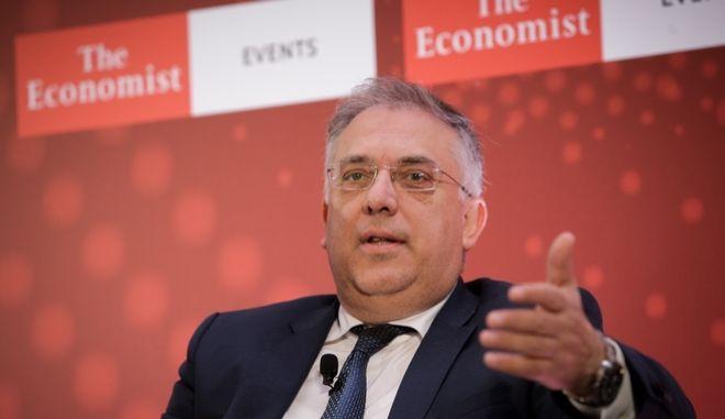 Ο Τάκης Θεοδωρικάκος στο συνέδριο του Εconomist για τη δημογραφική κρίση στην Ελλάδα.
