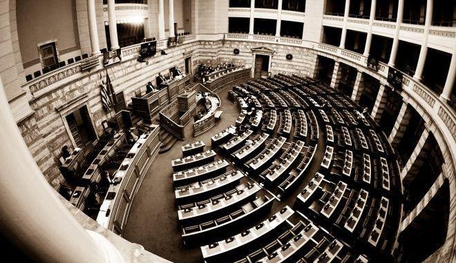 """Νομοσχέδιο Κεραμέως για ΑΕΙ: Η """"ανατομία"""" μιάς ψηφοφορίας"""