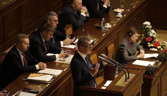 Στιγμιότυπο από το Κοινοβούλιο της Τσεχίας, στο βήμα ο Αντρέι Μπάμπις