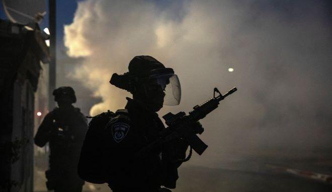 Οι ισραηλινές δυνάμεις τρέχουν κατά τη διάρκεια συγκρούσεων