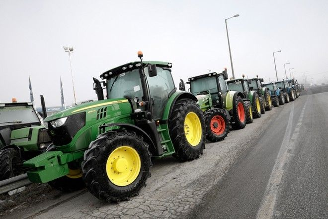 Farmers place their tractors on the side of the national road at Lefkonas, Serres, protesting about hikes in taxes, gas prices and social security contributions in Serres, Greece on January 27, 2017. /               ,        ,    , , 27 , 2017.