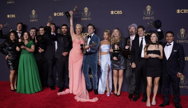 Οι βραβευμένοι των φετινών βραβείων ΕΜΜΥ 2021, της κωμωδίας 'Ted Lasso'.