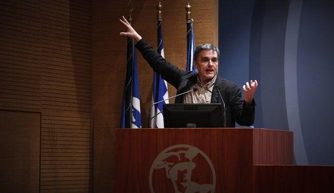 """Εκδήλωση της Νομαρχιακής Επιτροπής του ΣΥΡΙΖΑ Ά Αθήνας με θέμα """"Προς νέα εποχή;"""". Ομιλητής ο Υπουργός Οικονομικών Ευκλείδης Τσακαλώτος, Δευτέρα 12/2/2018.  (EUROKINISSI/ΣΤΕΛΙΟΣ ΜΙΣΙΝΑΣ)"""