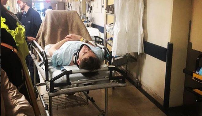 Η μεταγωγή του Τσέχου τραγουδιστή στο νοσοκομείο μετά το ατύχημα στην πρώτη πρόβα της Eurovision