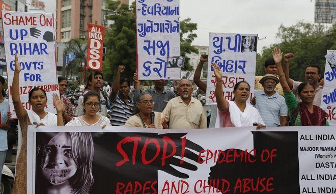 Σε θάνατο οι βιαστές ενός 8χρονου κοριτσιού