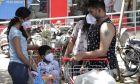 Ινδοί με προστατευτικές μάσκες κατά του κορονοϊού