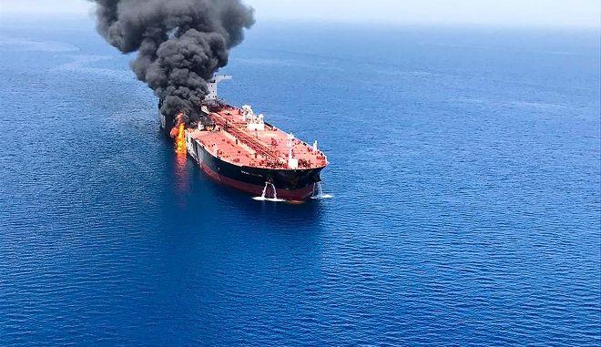 Στις φλόγες το δεξαμενόπλοιο Front Altair, της νορβηγικής εταιρείας Frontline