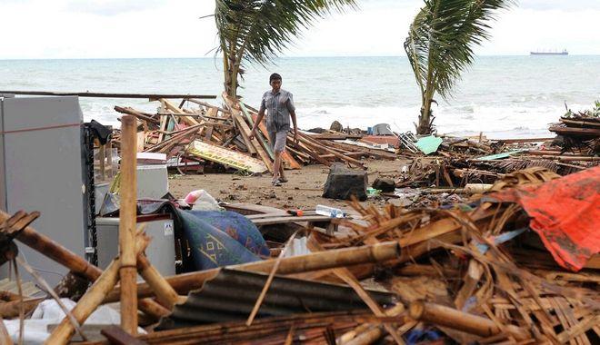 Εικόνες καταστροφής μετά το τσουνάμι στην Ινδονησία