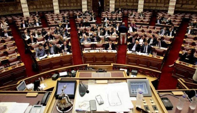 Στη Βουλή οι ρυθμίσεις για το κοινωνικό μέρισμα
