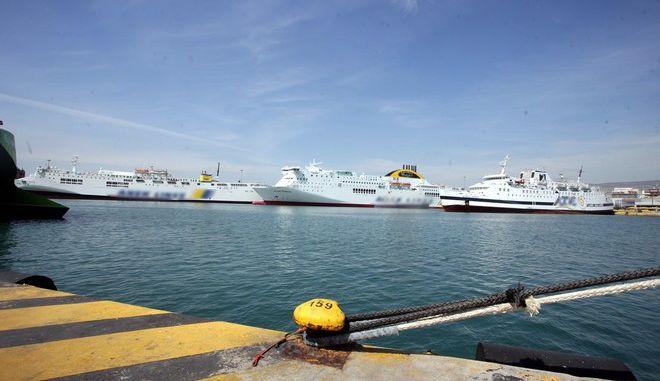Πλοία δεμένα σε λιμάνι ΦΩΤΟ Αρχείου